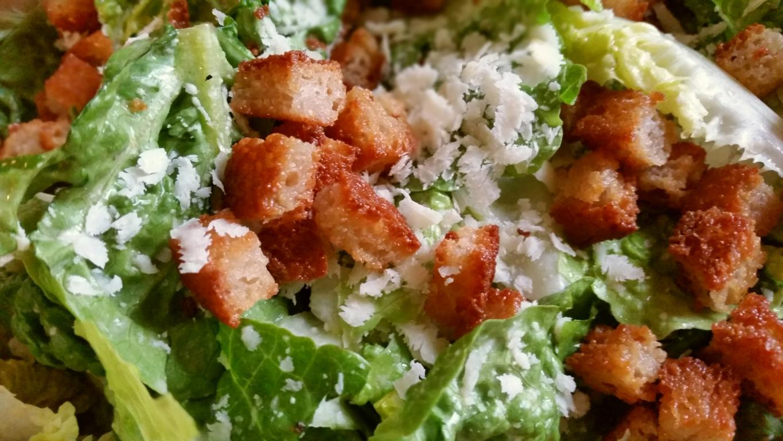 Ceasar Salad glutenfrei, Romana Salat mit Parmesan und Croutons