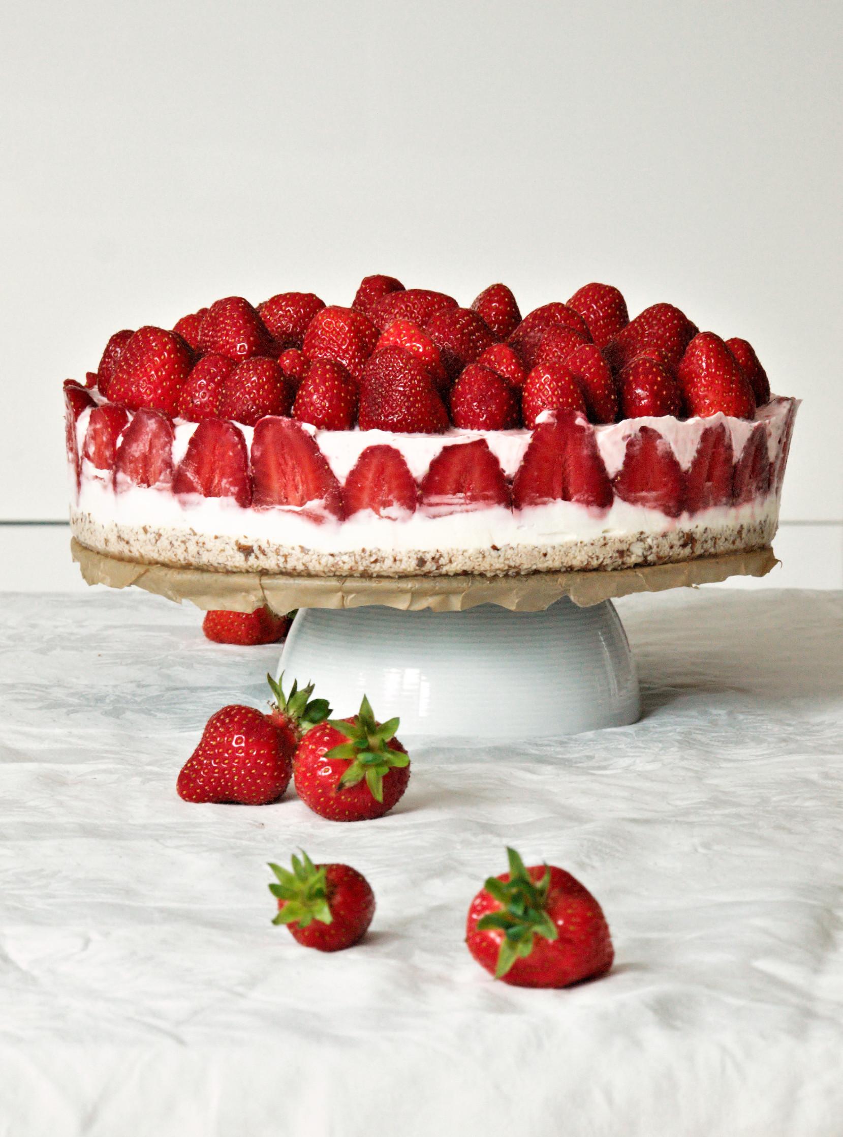 Erdbeer Creme mit Mandelboden oder Kuchen ohne backen
