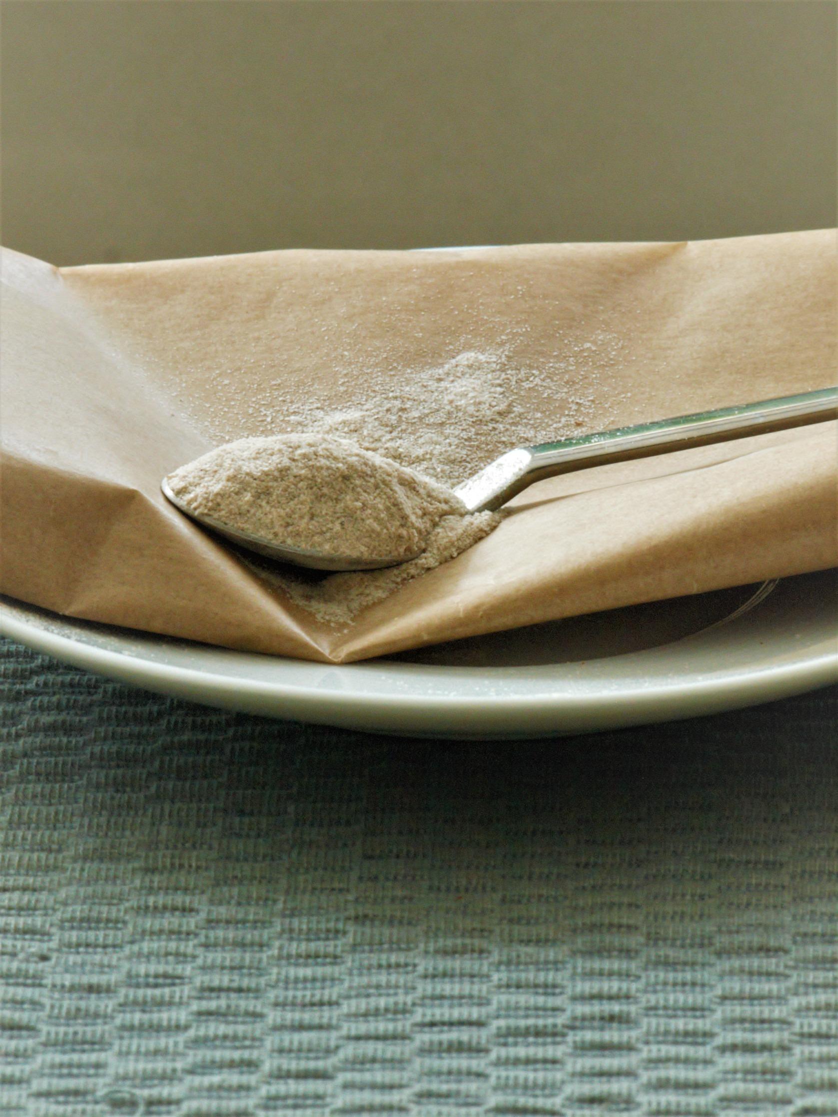 Flohsamenschalen glutenfrei gemahlen helfen beim glutenfreien Backen