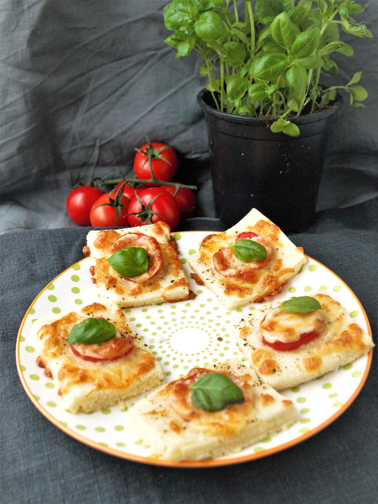 glutenfreier bl tterteig mit tomaten als fingerfood. Black Bedroom Furniture Sets. Home Design Ideas