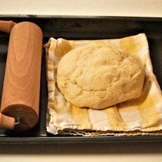 Glutenfreier Hefeteig mit Reismehl, Maismehl und Kartoffelmehl