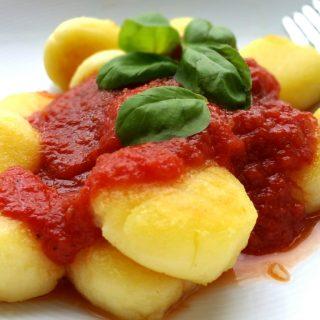 Gnocchi selber machen ohne Ei, mit Tomatensoße, glutenfrei und vegan