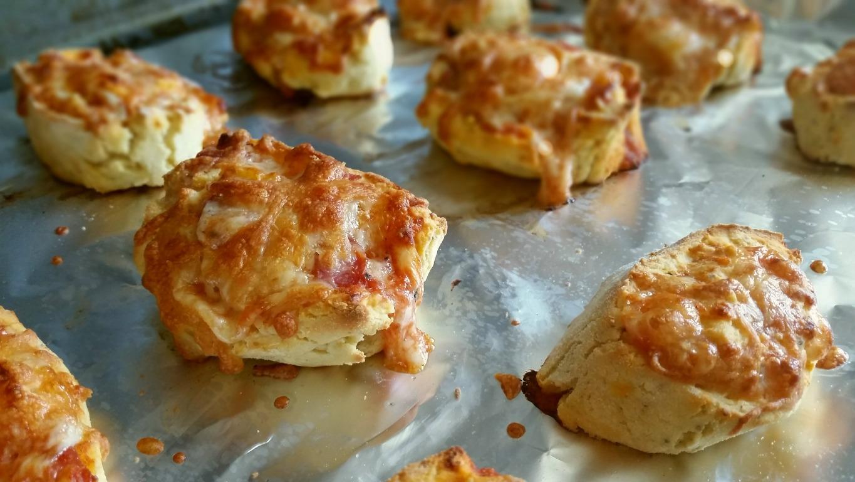 Pizzaschnecken mit glutenfreiem Hefeteig