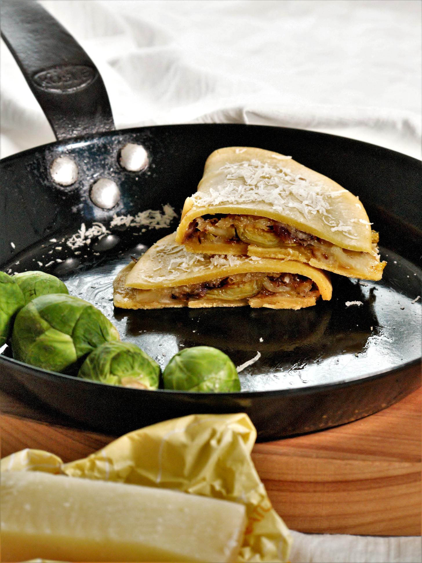 Quesadillas glutenfrei mit Rosenkohl und Zwiebeln