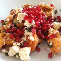 Salat mit Süßkartoffeln und Granatapfel